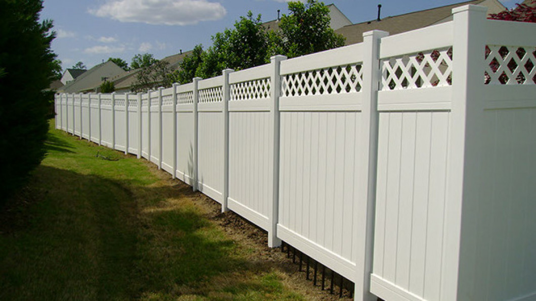 Don't Let a Broken Fence Bring Down Your Home's Curb Appeal